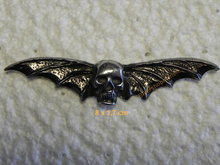 Pin-skull-and-wings-fijn-biker-pins